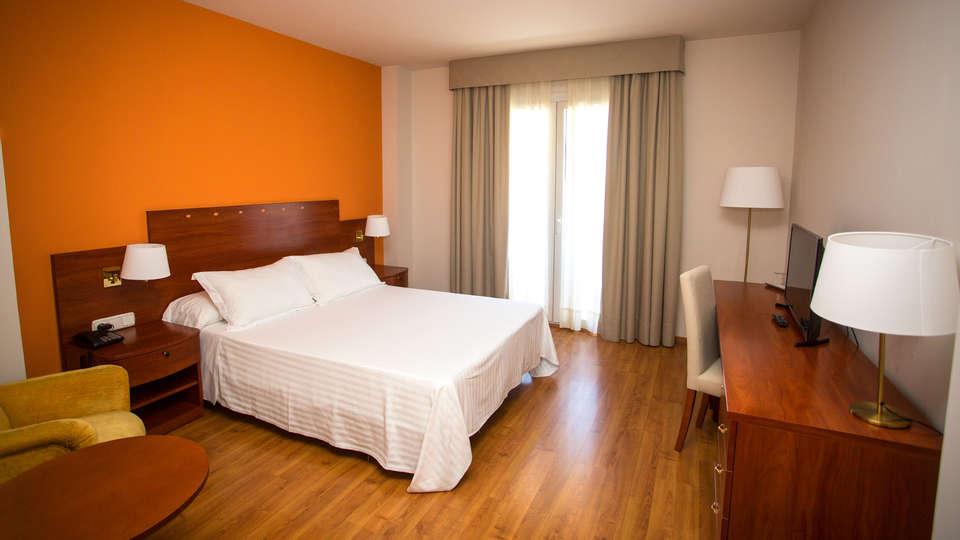 Avenida Hotel Almería - EDIT_Room4.jpg