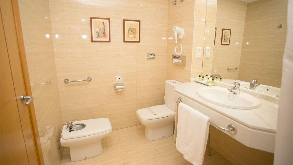 Avenida Hotel Almería - EDIT_Room14.jpg