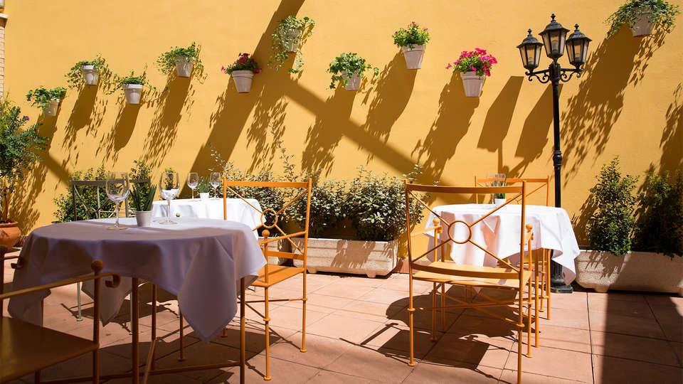 Avenida Hotel Almería - EDIT_Terrace2.jpg