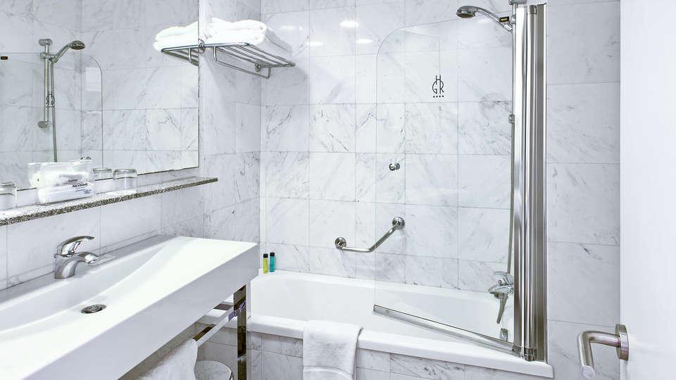 Premier Gran Hotel Reymar & Spa - EDIT_bath.jpg