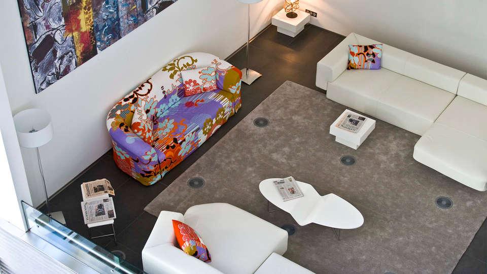 AXOR Feria - EDIT_Lobby.jpg
