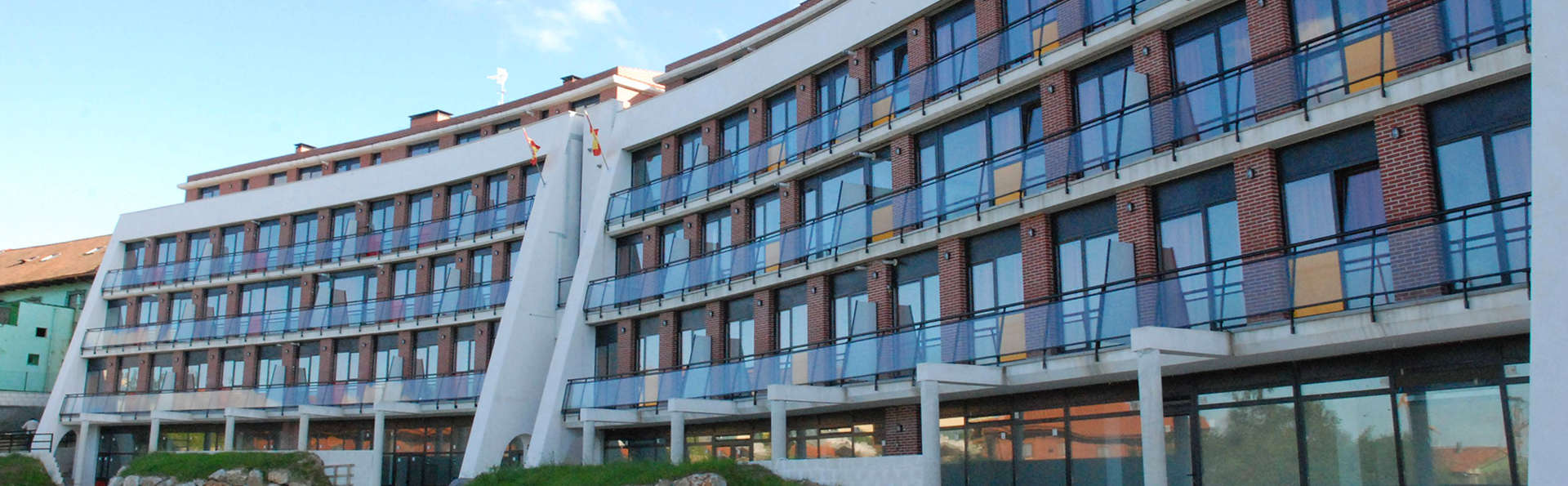Apartamentos Bahía de Boó - EDIT_Exterior.jpg