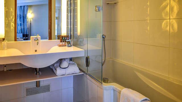 Novotel Paris Suresnes Longchamp - NEW bath