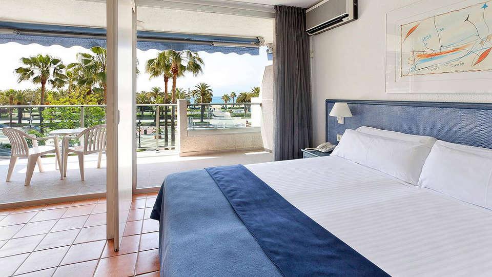 Blaumar Hotel - EDIT_Room3.jpg