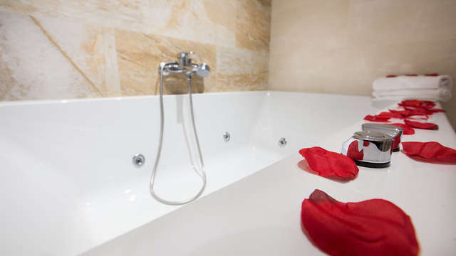 Romantisch uitje met jacuzzi in de kamer, speciale decoratie en halfpension