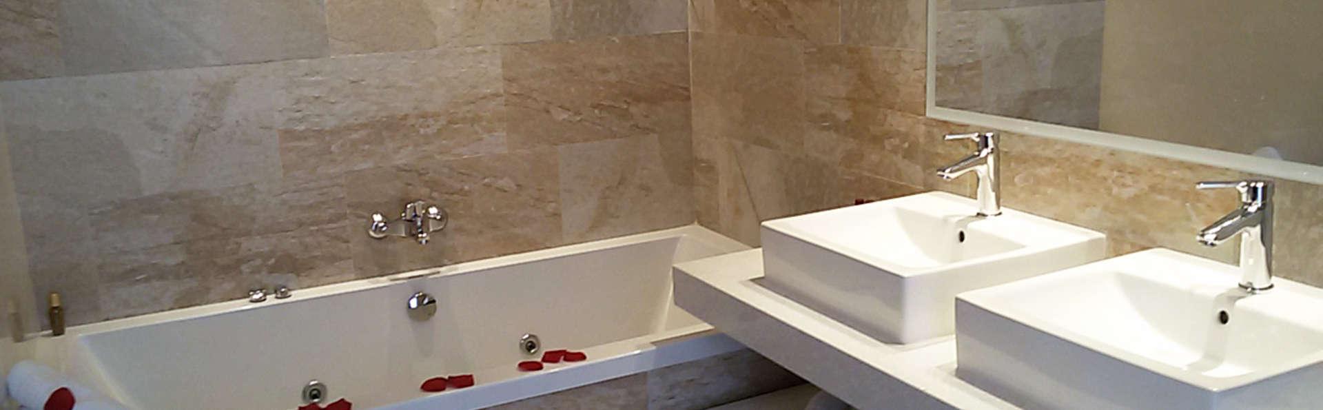 Exclusif Weekendesk: luxe et romantisme en Premium avec jacuzzi en chambre sur la Costa Brava