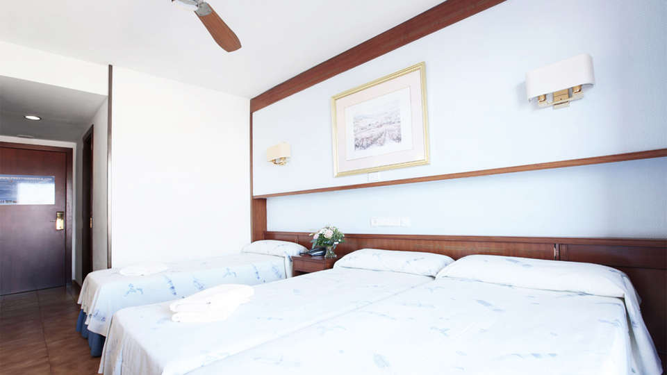 Prestige Sant Marc - EDIT_room1.jpg