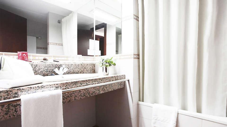 Prestige Sant Marc - EDIT_bath1.jpg