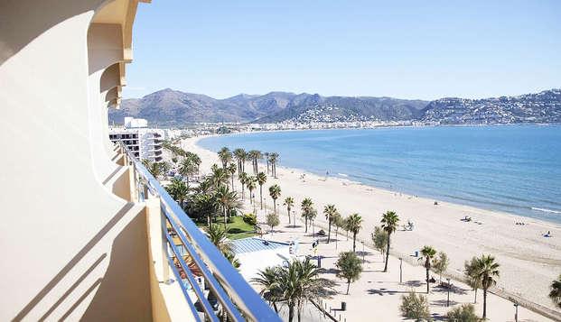 Profitez du soleil et de la plage à Roses avec vue mer et petit déjeuner inclus