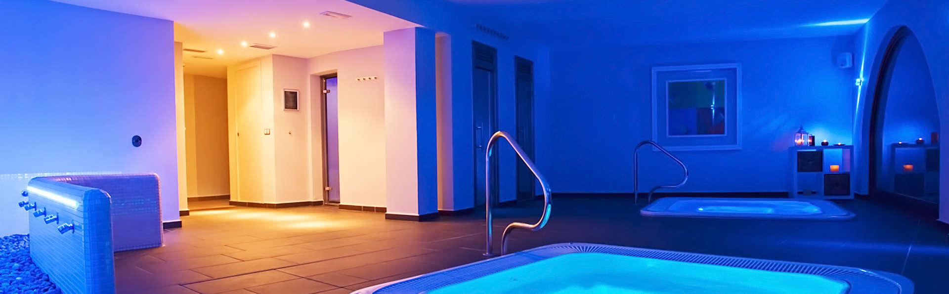 Romanticismo en acción: acceso al spa y media pensión incluida