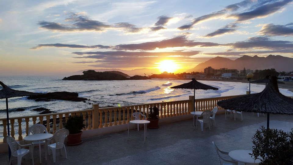 Hotel Bahía - EDIT_terrace5.jpg