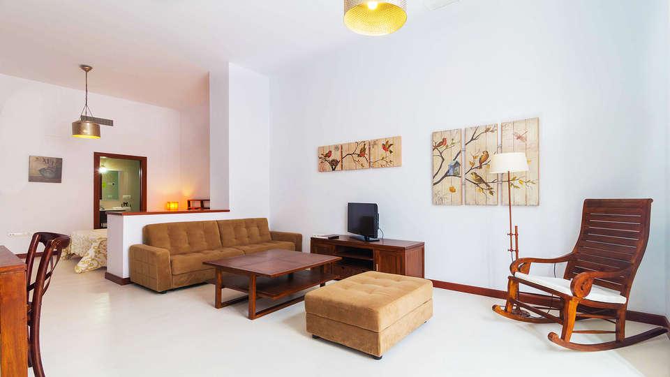 Casa Palacio Cádiz - EDIT_Room1.jpg