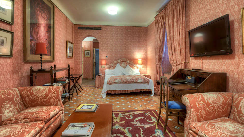 Casa Palacio de Carmona - EDIT_Room4.jpg