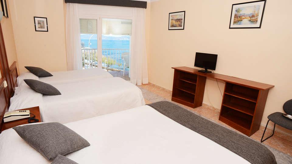 Rallye Hotel - EDIT_room7.jpg
