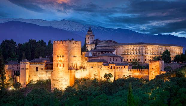 Escápate en el corazón de Granada y descansa en una habitación superior con bañera hidromasaje
