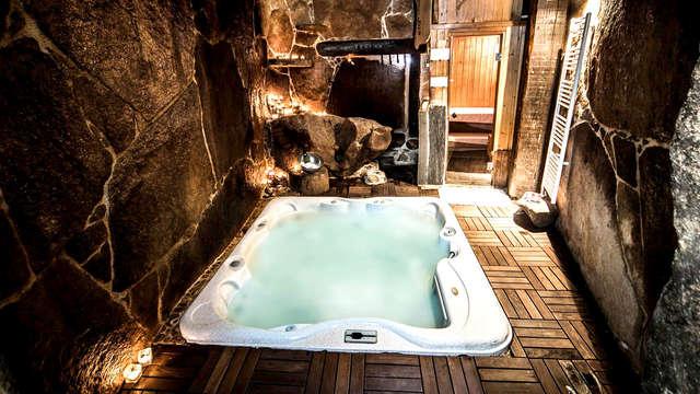 Escapada romántica al detalle: Sorpresa y kit en la habitación con acceso cueva termal privada