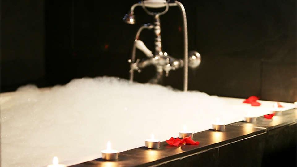 Hôtel Iribarnia, The Originals Relais (Relais du Silence) - EDIT_bath1.jpg