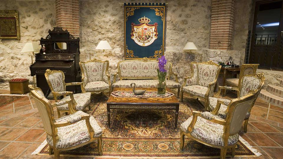 Residencia Real Castillo de Curiel - EDIT_lobby1.jpg