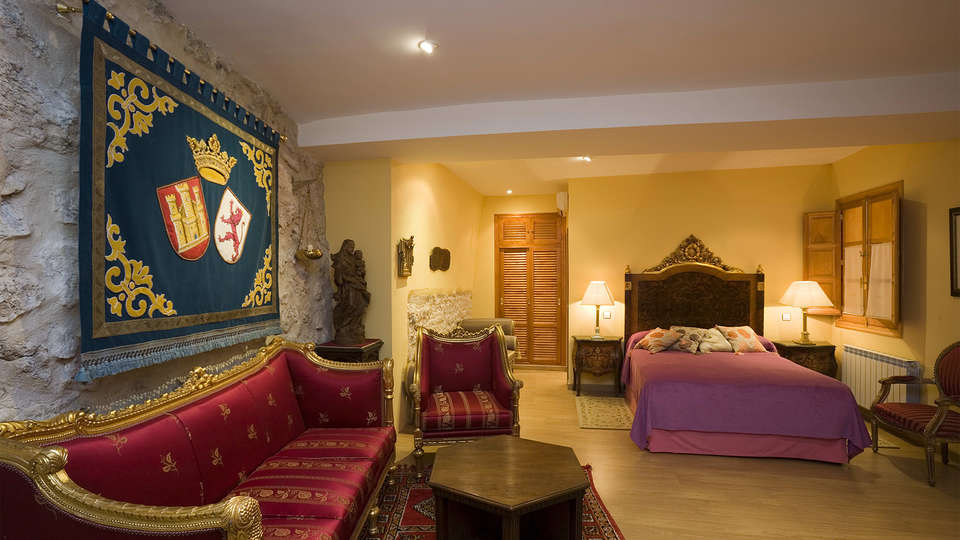 Residencia Real Castillo de Curiel - EDIT_room1.jpg