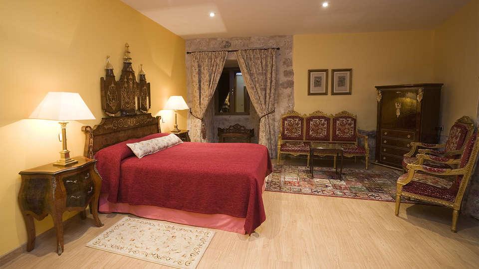 Residencia Real Castillo de Curiel - EDIT_room2.jpg