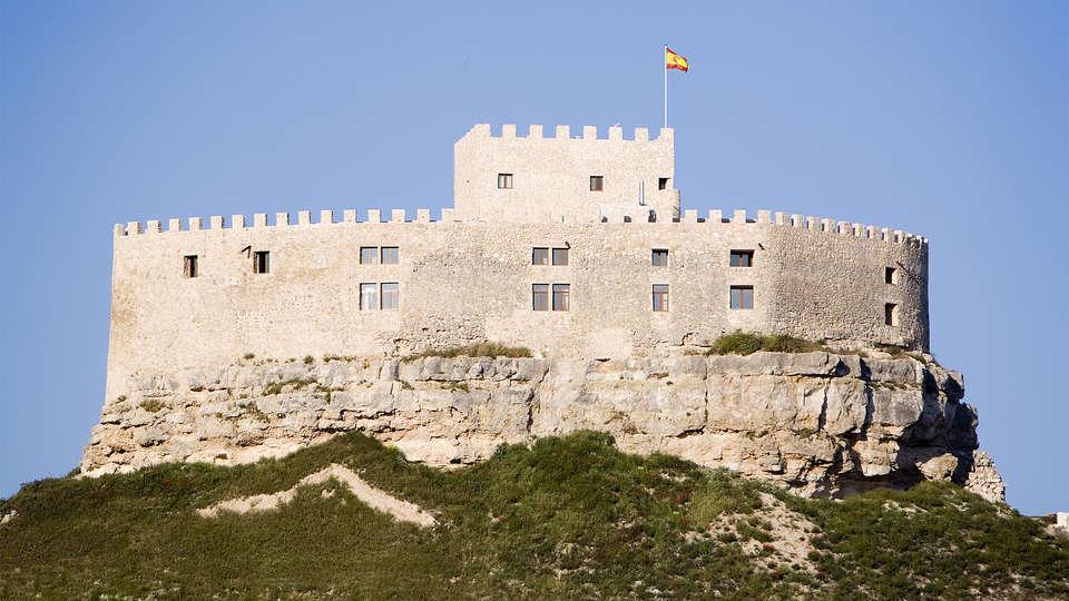 Residencia Real Castillo de Curiel - EDIT_ext2.jpg
