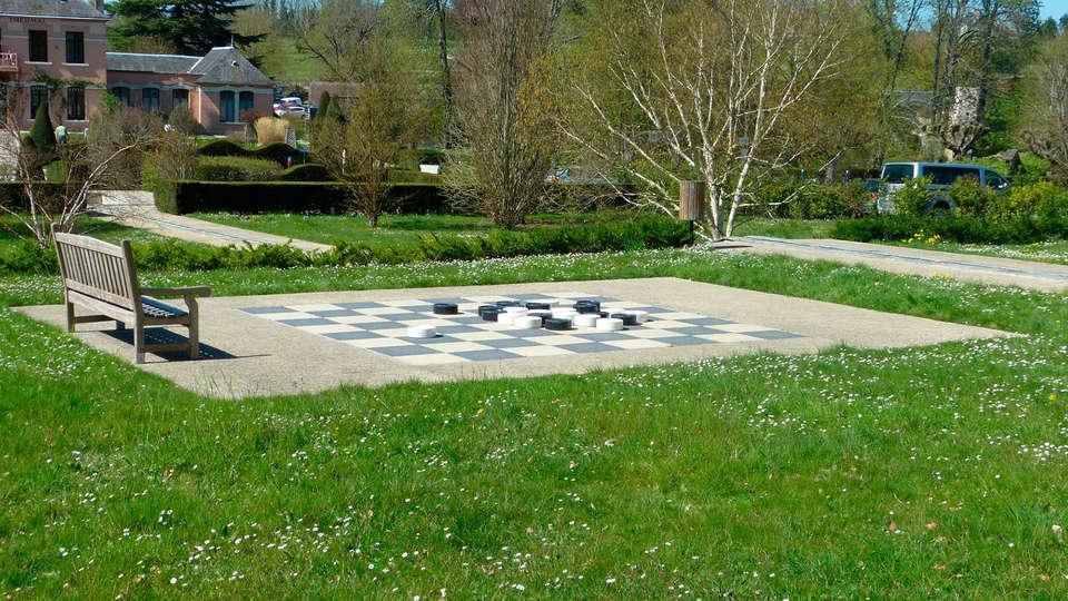AppartHotel La Roche Posay - EDIT_garden.jpg