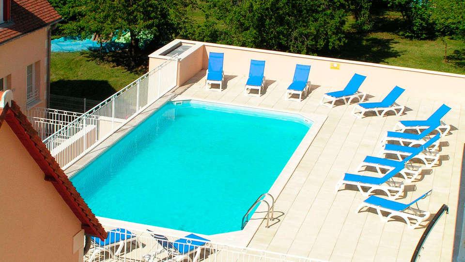 AppartHotel La Roche Posay - EDIT_pool.jpg