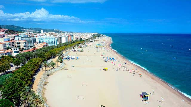 Oferta exclusiva: Media pensión y primer niño gratis con vistas al mar en Calella