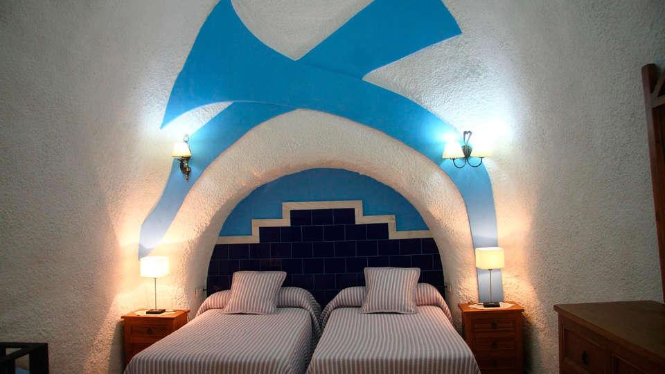 Cuevas la Granja-Francisco Rivera Navarro - EDIT_room3.jpg