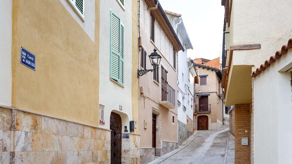 El Pilaret - EDIT_street2.jpg