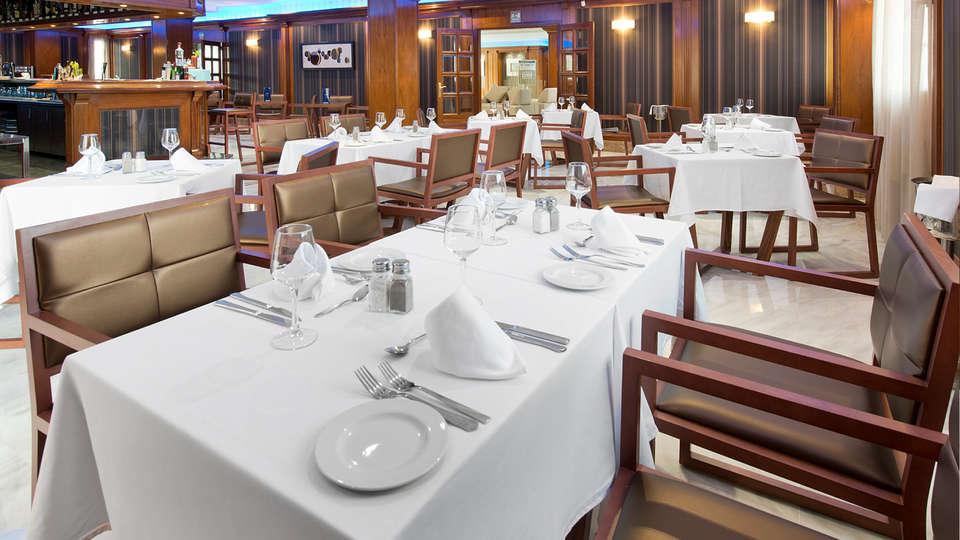 Elba Motril Beach & Business Hotel - edit_restaurant.jpg