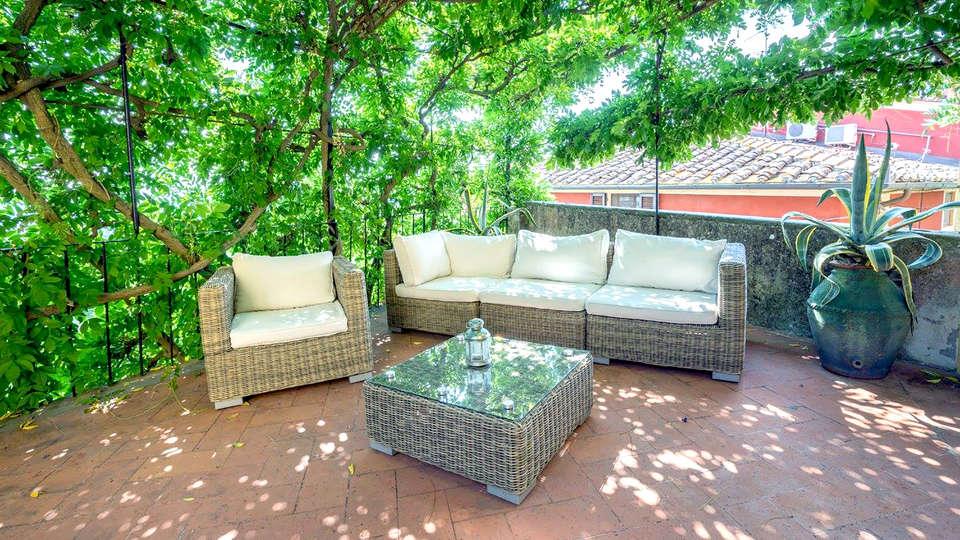 Villa Sermolli - Edit_Terrace3.jpg