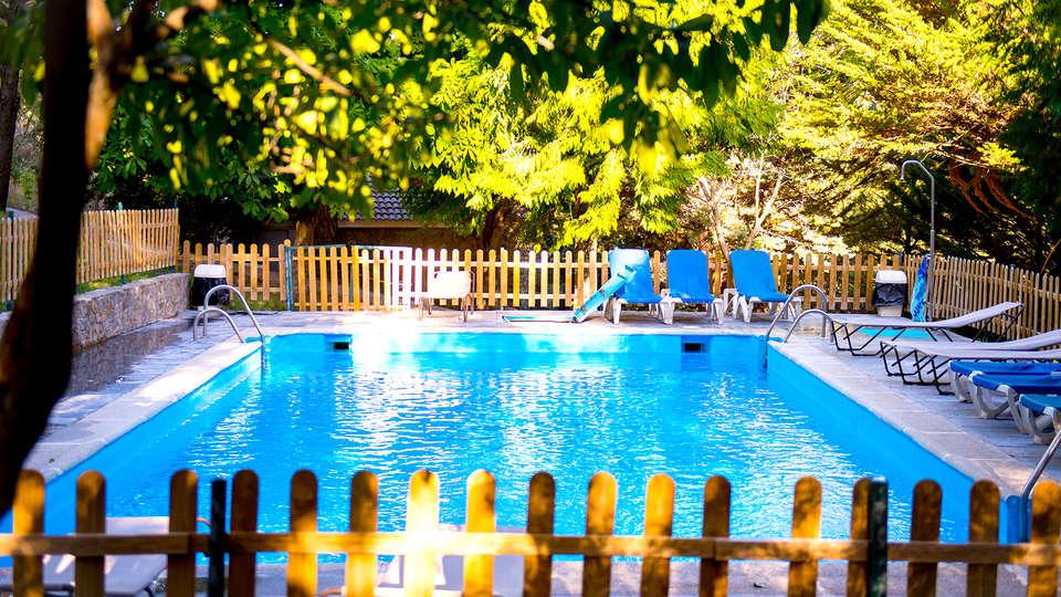 Hotel Santa Cruz (Granada) - Edit_Pool3.jpg