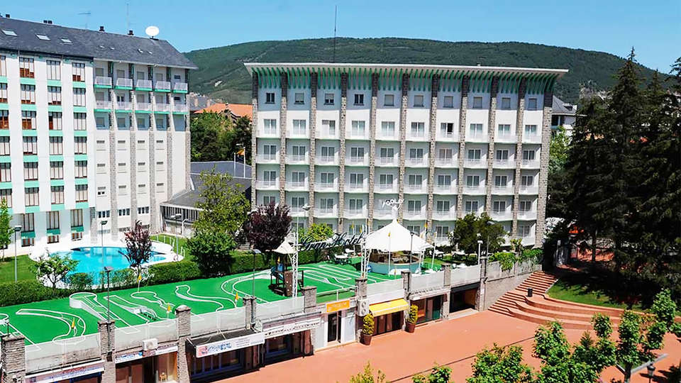 Gran Hotel Jaca - EDIT_front1.jpg