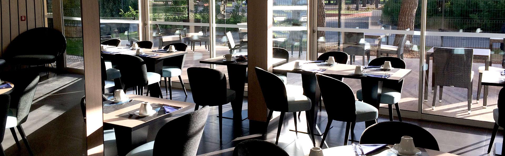 Operalia Hôtel Les Pins  - Edit_Restaurant2.jpg