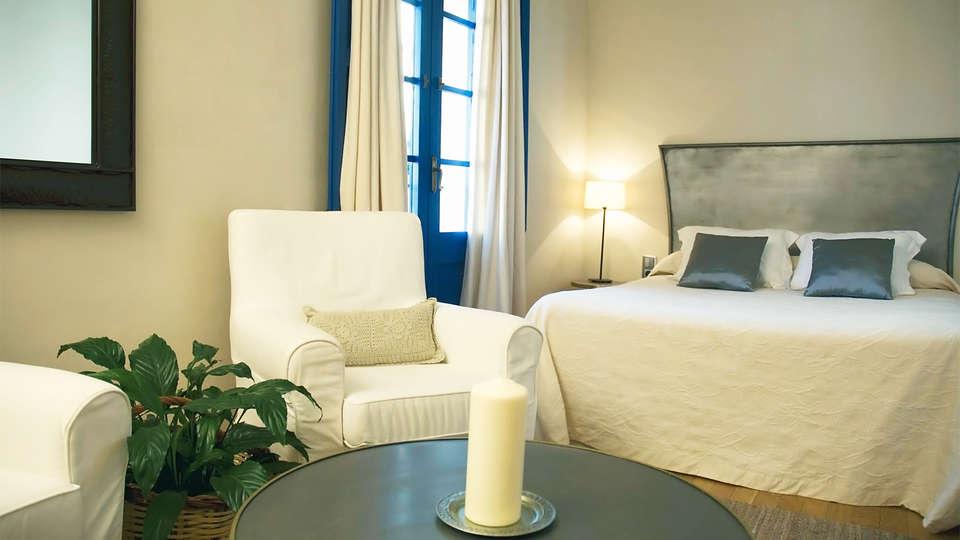 Hostal de la Plaça - EDIT_room7.jpg