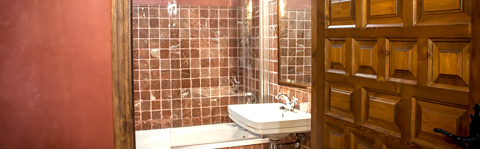 Hospedería del Monasterio - Edit_Bathroom.jpg
