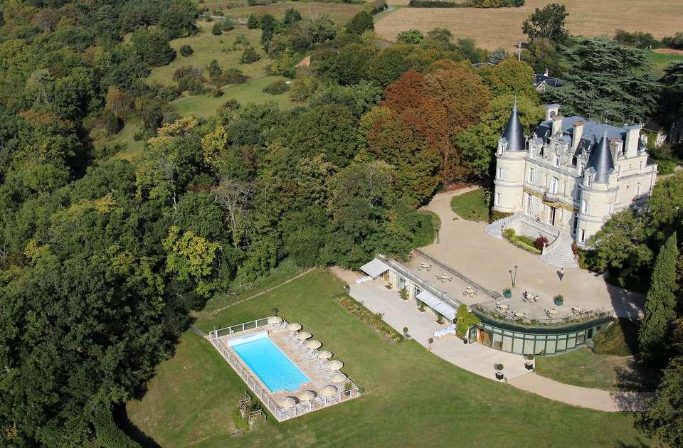 Domaine de la Tortinière - Chateau_Hotel_4_etoiles_avec_piscine.jpg