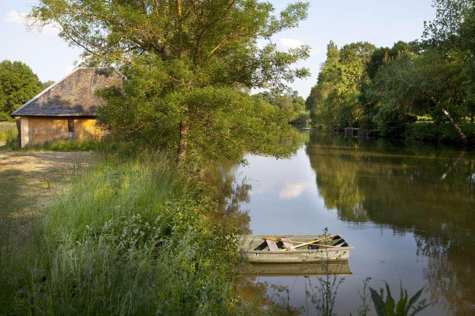 Domaine de la Tortinière - barque_a_disposition.jpg