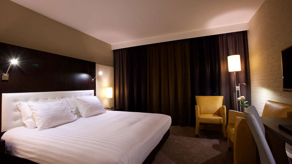 Hotel Arrows - EDIT_NEW_room2.jpg