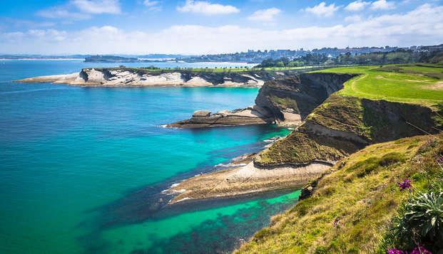 Escapada en familia con botella de vino a pie de playa de Santander