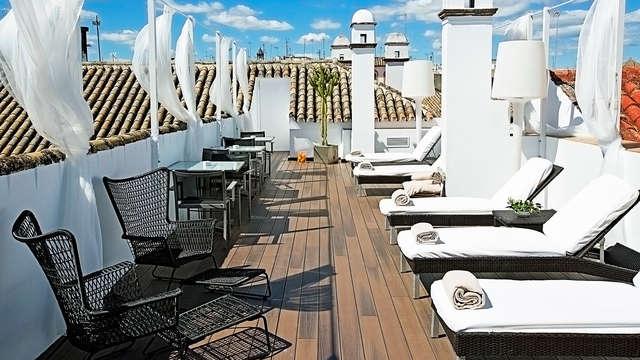 Escápate en pleno centro de Sevilla con cocktail incluido en la terraza