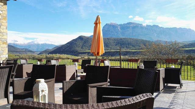 Escápate en familia en el Pirineo Aragonés (2 niños incluidos)
