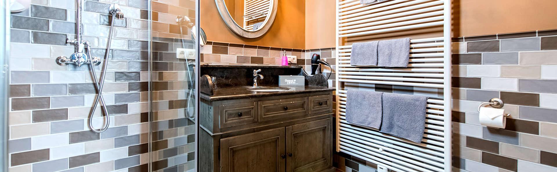 Boutique Hotel Huys van Steyns - Edit_Bathroom5.jpg