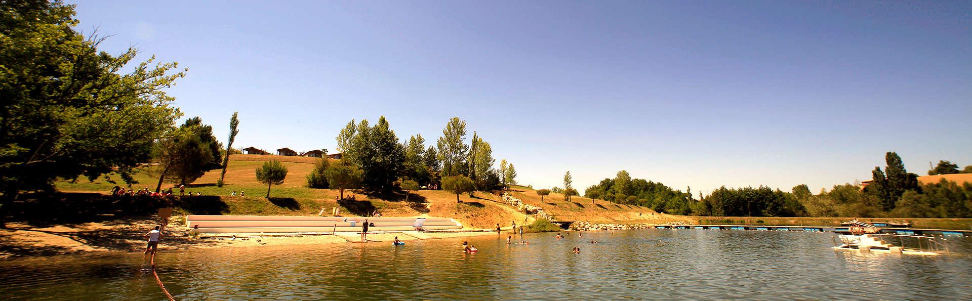 Les Hameaux des Lacs - Edit_Lake.jpg