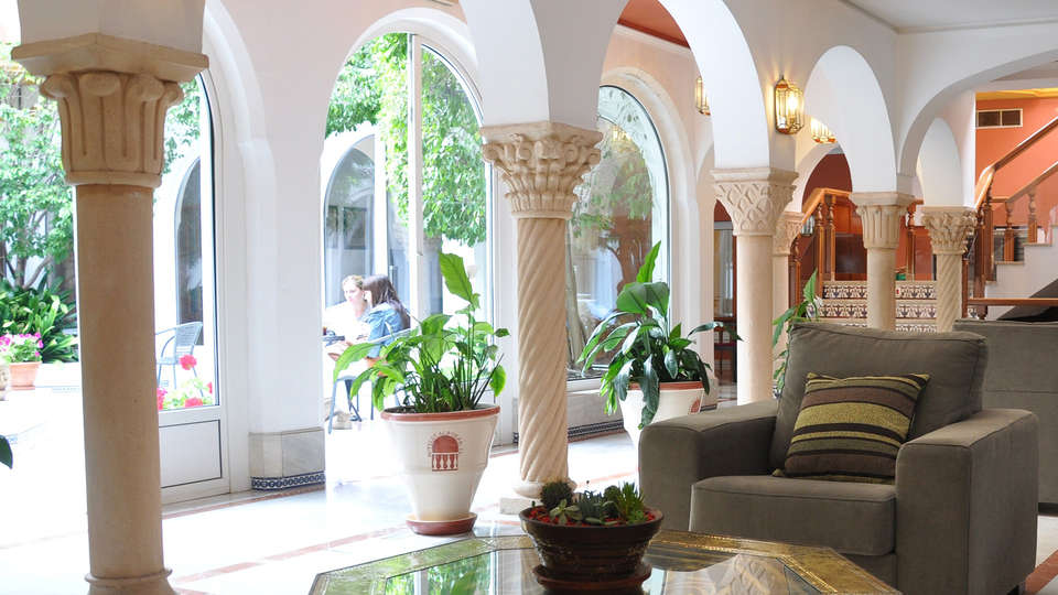 Hotel Alborán Algeciras - EDIT_lobby1.jpg
