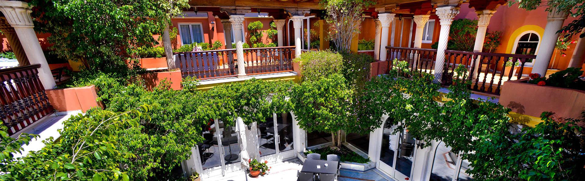 Hotel Alborán Algeciras - EDIT_patio.jpg