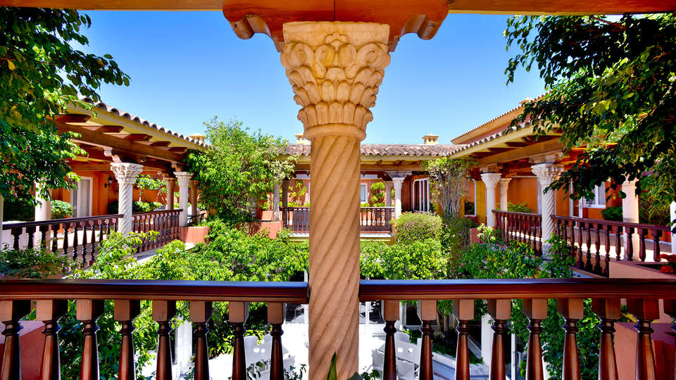Hotel Alborán Algeciras - EDIT_patio1.jpg
