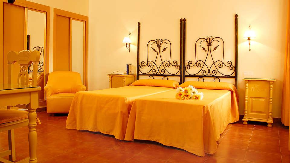 Hotel Alborán Chiclana - Edit_Room2.jpg