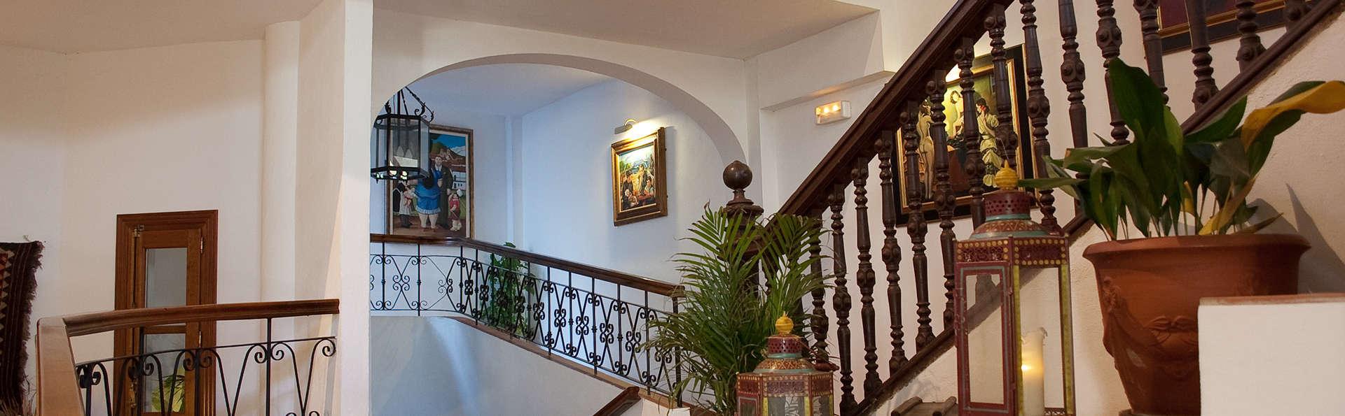 Hotel Alcadima - EDIT_reception1.jpg